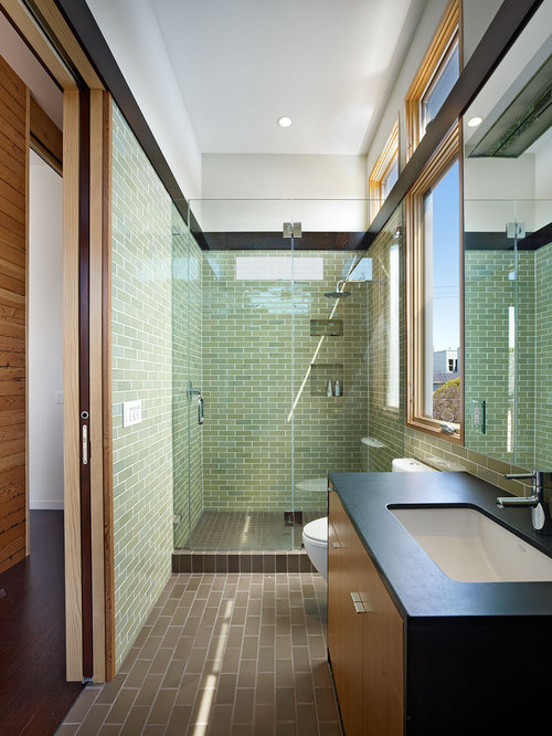 Best narrow bathroom design ideas remodel pictures houzz for Narrow bathroom designs