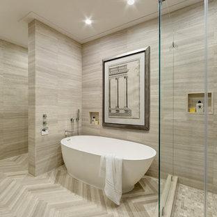 Foto di una piccola stanza da bagno padronale moderna con vasca freestanding, piastrelle beige, piastrelle di pietra calcarea, pareti beige, pavimento in pietra calcarea, top in pietra calcarea e pavimento beige