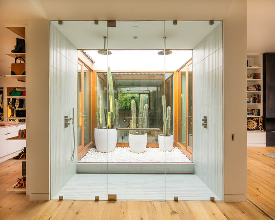 bathroom design ideas, remodels & photos with light hardwood floors
