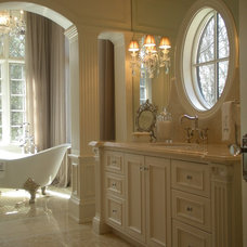 traditional bathroom by Anthony Como of Luxe Interiors