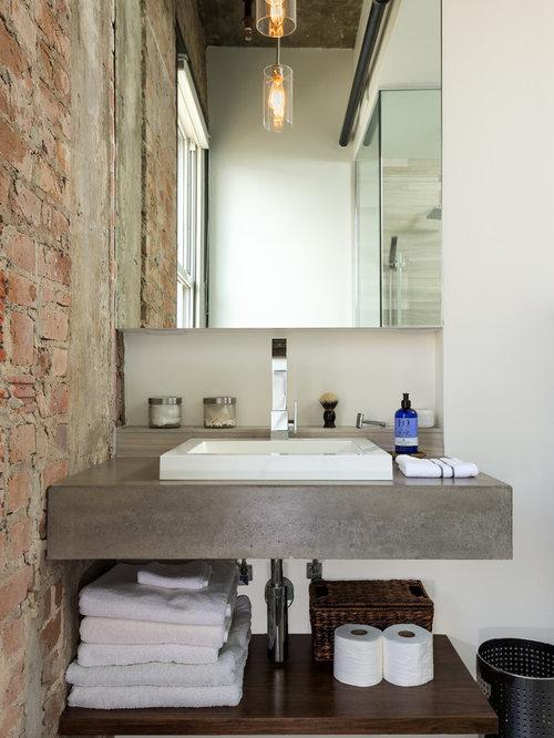 Industrial Badezimmer Mit Beton Waschbecken/Waschtisch Und Weißer Wandfarbe  In Houston