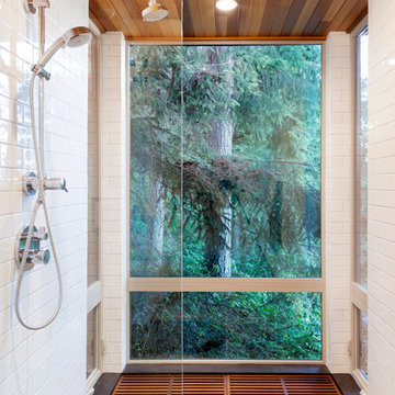 Herron Island Cabin Shower / Tub