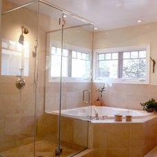 Traditional Bathroom by Jerri Holan & Associates, AIA