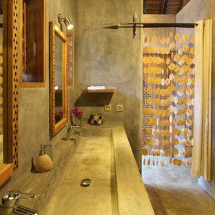 Foto di una stanza da bagno padronale tropicale di medie dimensioni con lavabo da incasso, nessun'anta, top in cemento, doccia alcova e pavimento in cemento