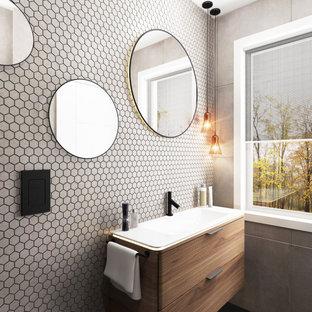 Imagen de cuarto de baño principal, minimalista, pequeño, con armarios con rebordes decorativos, puertas de armario de madera oscura, ducha a ras de suelo, sanitario de pared, baldosas y/o azulejos blancos, baldosas y/o azulejos en mosaico, paredes grises, suelo de baldosas de porcelana, lavabo encastrado, suelo blanco, ducha con puerta con bisagras y encimeras blancas