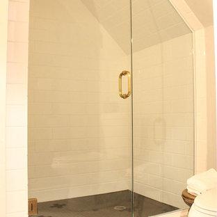 Ispirazione per una stanza da bagno minimalista
