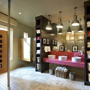 На фото: ванные комнаты в современном стиле с настольной раковиной, столешницей из плитки, розовой плиткой и красной столешницей