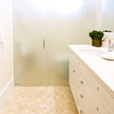 Tropical Bathroom by Glenn Layton Homes