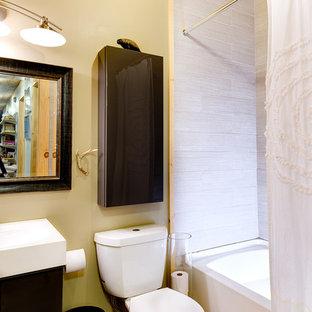 Imagen de cuarto de baño infantil, rústico, grande, con armarios con paneles lisos, puertas de armario marrones, bañera esquinera, combinación de ducha y bañera, sanitario de una pieza, baldosas y/o azulejos blancos, baldosas y/o azulejos de cerámica, paredes beige, suelo de bambú, lavabo suspendido, encimera de vidrio reciclado y suelo marrón