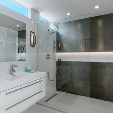 Midcentury Bathroom by H3K Design