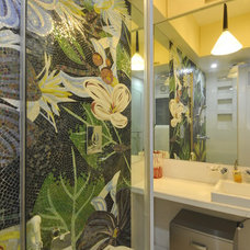 Contemporary Bathroom by Sonali shah