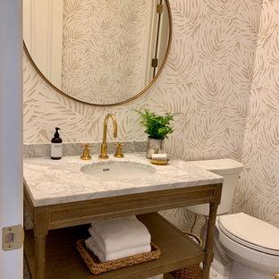 Свежая идея для дизайна: ванная комната среднего размера в стиле современная классика с фасадами островного типа, искусственно-состаренными фасадами, раздельным унитазом, бежевыми стенами, пробковым полом, душевой кабиной, врезной раковиной, мраморной столешницей, коричневым полом и белой столешницей - отличное фото интерьера