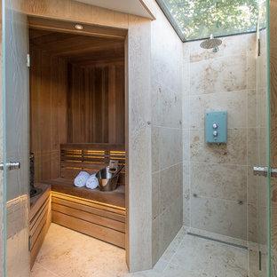 Cette photo montre un sauna tendance avec un carrelage beige.