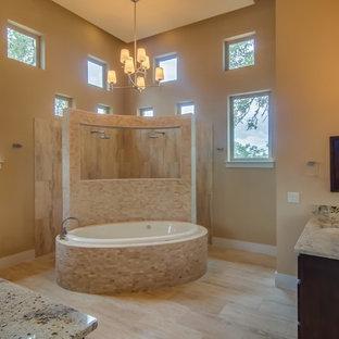 Idéer för ett stort klassiskt en-suite badrum, med skåp i mörkt trä, ett platsbyggt badkar, en hörndusch, beige väggar, klinkergolv i keramik, ett undermonterad handfat och granitbänkskiva