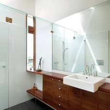 Modern Bathroom by Mihaly Slocombe