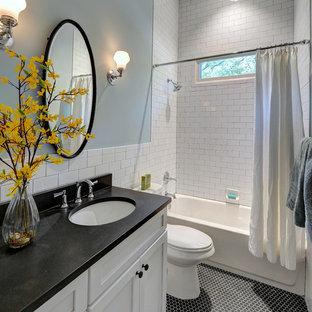 Imagen de cuarto de baño clásico, de tamaño medio, con lavabo bajoencimera, armarios estilo shaker, puertas de armario blancas, encimera de granito, sanitario de una pieza, baldosas y/o azulejos blancos, baldosas y/o azulejos de cerámica, paredes azules, suelo con mosaicos de baldosas y combinación de ducha y bañera