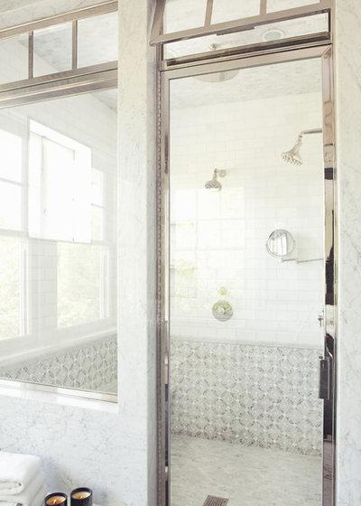 Clásico renovado Cuarto de baño by Tim Barber Ltd Architecture