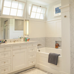 Example of a transitional kids' alcove bathtub design in Los Angeles