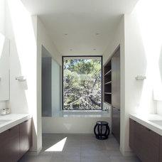 Modern Bathroom by MAK Studio