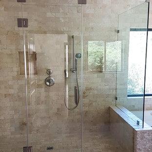 Esempio di una piccola stanza da bagno padronale minimal con ante lisce, ante marroni, vasca ad angolo, doccia ad angolo, piastrelle bianche, piastrelle a specchio, pareti bianche, pavimento con piastrelle in ceramica, top in marmo, pavimento multicolore e porta doccia a battente