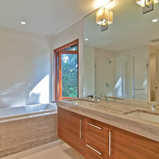 Contemporary Bathroom by Struthers Dias Architects