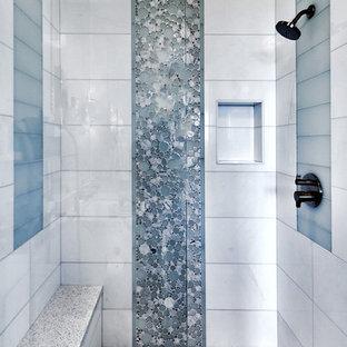 Inspiration pour une petite douche en alcôve design pour enfant avec un carrelage blanc, du carrelage en marbre, une cabine de douche à porte battante, un sol en carrelage de terre cuite et un sol multicolore.