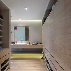 Contemporary Bathroom by RHYZOMA - Arquitectura / Diseño