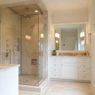 Imagen de cuarto de baño principal, clásico renovado, grande, con lavabo bajoencimera, armarios con paneles empotrados, puertas de armario blancas, encimera de piedra caliza, ducha doble, baldosas y/o azulejos multicolor, baldosas y/o azulejos de piedra y suelo de piedra caliza