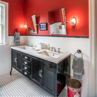 Imagen de cuarto de baño infantil, ecléctico, con armarios tipo mueble, puertas de armario negras, baldosas y/o azulejos blancas y negros, baldosas y/o azulejos blancos, baldosas y/o azulejos de cemento, paredes rojas, lavabo bajoencimera y encimera de mármol