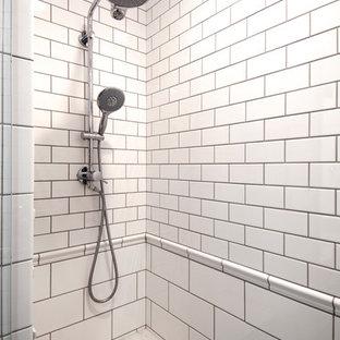 コロンバスの小さいトラディショナルスタイルのおしゃれなバスルーム (浴槽なし) (落し込みパネル扉のキャビネット、白いキャビネット、コーナー設置型シャワー、一体型トイレ、白いタイル、セラミックタイル、紫の壁、無垢フローリング、アンダーカウンター洗面器、珪岩の洗面台、開き戸のシャワー) の写真