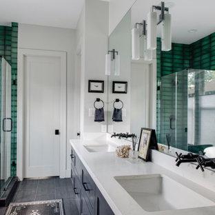 Esempio di una stanza da bagno classica con vasca freestanding, pareti verdi e due lavabi