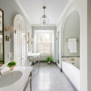 Imagen de cuarto de baño tradicional con lavabo tipo consola, ducha empotrada, baldosas y/o azulejos blancos, baldosas y/o azulejos de piedra, paredes azules y bañera encastrada sin remate