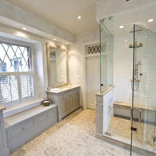Ispirazione per un'ampia stanza da bagno padronale chic con piastrelle diamantate, pavimento in pietra calcarea, top in pietra calcarea, pavimento multicolore e porta doccia a battente