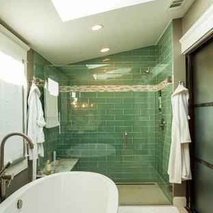 Idéer för vintage badrum, med ett fristående badkar, en dusch i en alkov, grön kakel och glaskakel