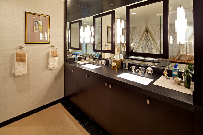 Traditional Bathroom by Charco DESIGN & BUILD Inc.
