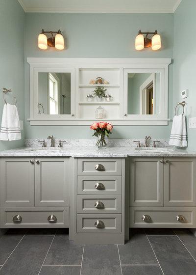 Traditional Bathroom by Fluidesign Studio
