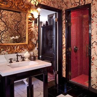 Imagen de cuarto de baño de estilo zen con encimera de mármol, baldosas y/o azulejos en mosaico, baldosas y/o azulejos rojos y paredes multicolor