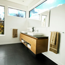 Modern Bathroom by Linebox Studio