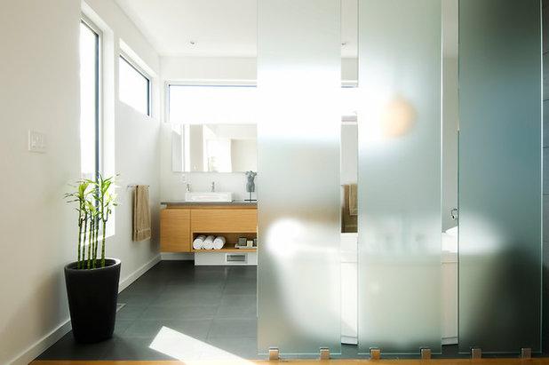モダン 浴室 by Linebox Studio