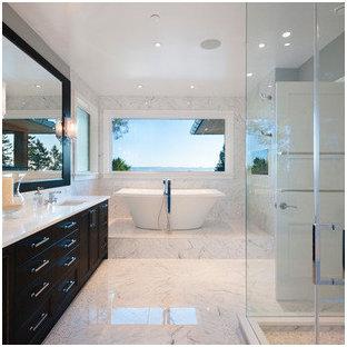 Esempio di una sauna minimalista di medie dimensioni con nessun'anta, ante in legno bruno, vasca da incasso, pistrelle in bianco e nero, piastrelle a mosaico, pareti bianche, pavimento con piastrelle a mosaico, lavabo sottopiano e top piastrellato