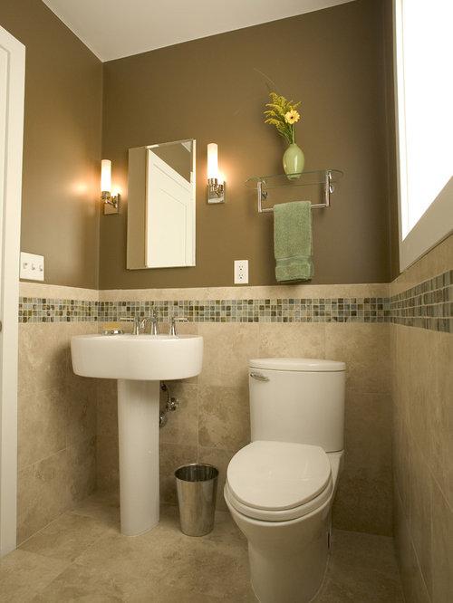 badezimmer mit mosaikfliesen und wandtoilette mit. Black Bedroom Furniture Sets. Home Design Ideas