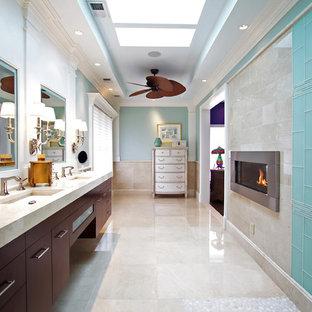 Esempio di una grande stanza da bagno padronale chic con ante lisce, ante in legno bruno, piastrelle blu, piastrelle di vetro, pareti bianche, lavabo sottopiano, pavimento beige, zona vasca/doccia separata, pavimento in marmo, top in marmo, doccia aperta e top beige