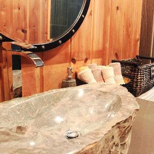 Exempel på ett mellanstort rustikt badrum, med korkgolv