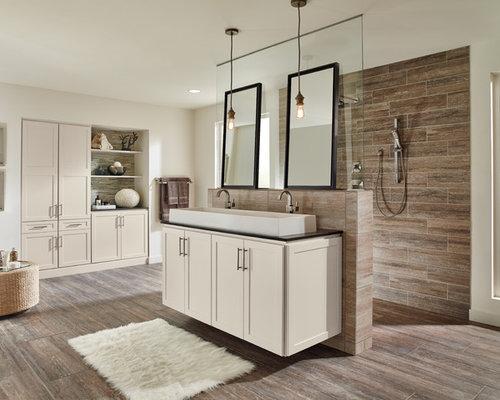 Badezimmer mit laminat und braunen fliesen ideen design bilder houzz - Laminat badezimmer ...