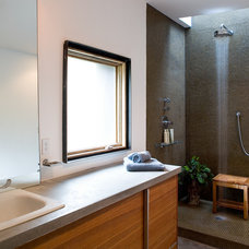 Contemporary Bathroom by LINCOLN BARBOUR PHOTO