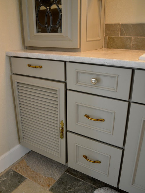 ensuite bathroom in denver with louvered cabinets and grey cabinets
