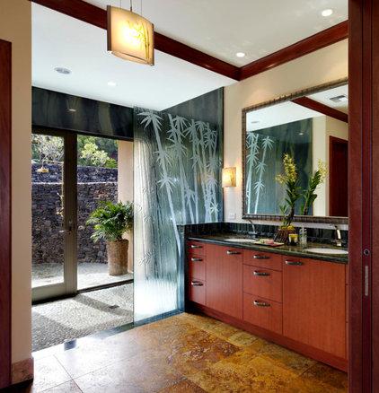 Tropical Bathroom by Rick Ryniak Architects
