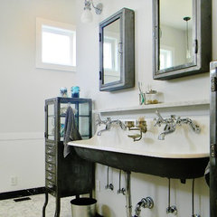 traditional bathroom by Kimberley Bryan