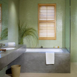Inspiration for a modern bathroom remodel in San Francisco