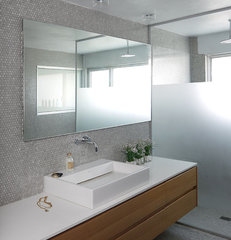 modern bathroom by Amitzi Architects
